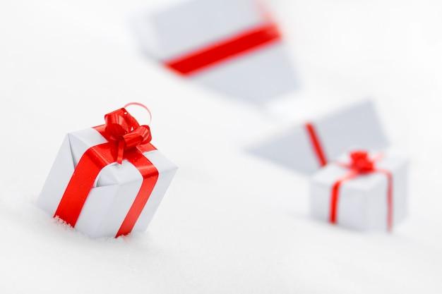 Coffrets cadeaux décoratifs blancs