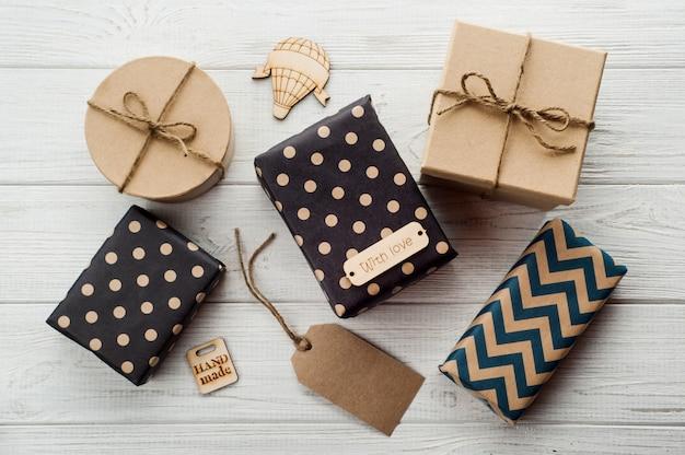 Coffrets cadeaux avec étiquette faits à la main