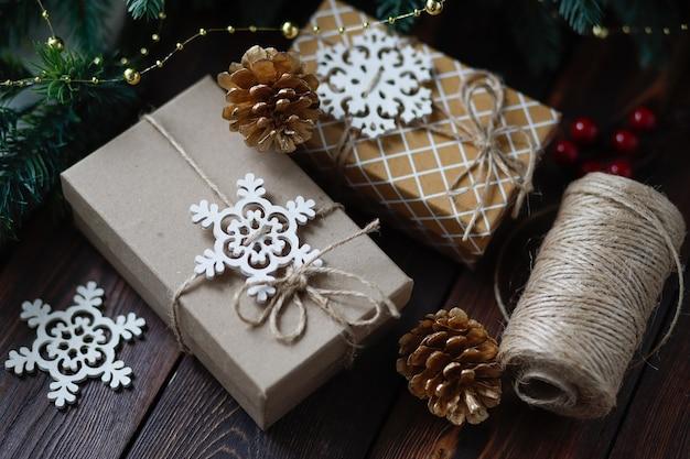 Coffrets cadeaux faits à la main avec concept de noël zéro déchet créatif