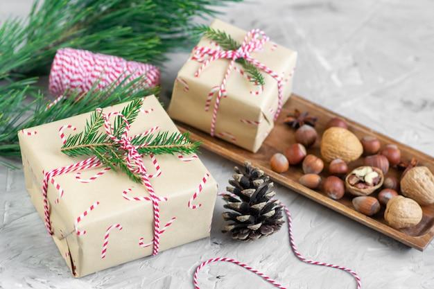 Coffrets cadeaux de noël décoration décor naturel fête de nouvel an vintage cônes de pin nuts light