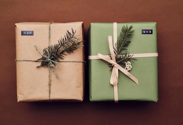 Coffrets cadeaux de noël se préparant pour les vacances