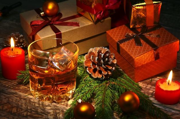Cognac ou whisky en verre.