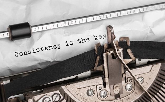 La cohérence du texte est la clé tapée sur une machine à écrire rétro