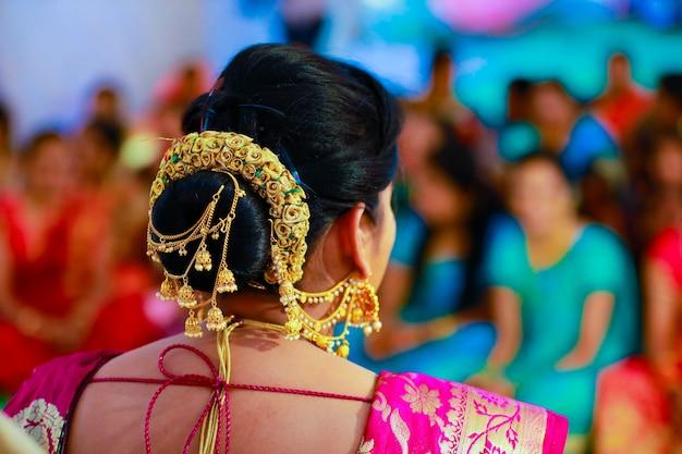 Coiffure de mariée lors de la cérémonie de mariage