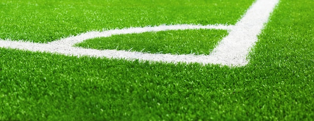 Coin du terrain de football sur gazon artificiel