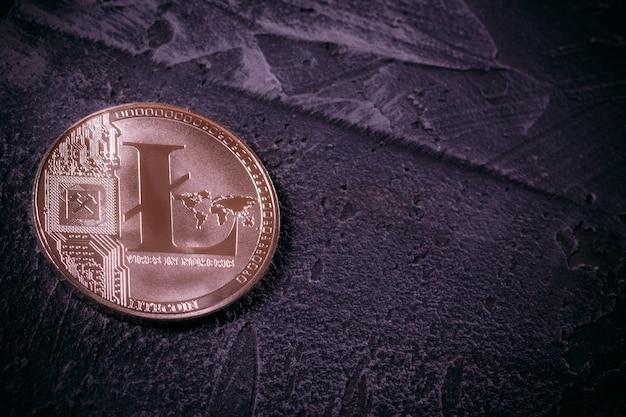 Coin litcoin ltc sur du béton avec espace de copie