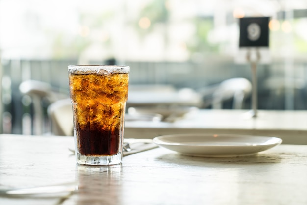 Cola glacé sur la table