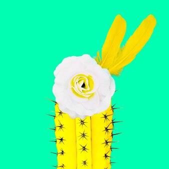Collage d'art contemporain. mélange épineux et doux. fleurs plumes et cactus. mode minimale