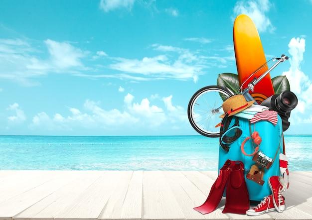 Collage de bagages pour voyager face à l'océan ou à la mer