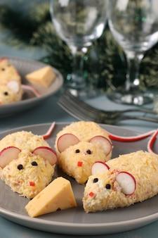 Collation festive mices œufs et bâtonnets de crabe