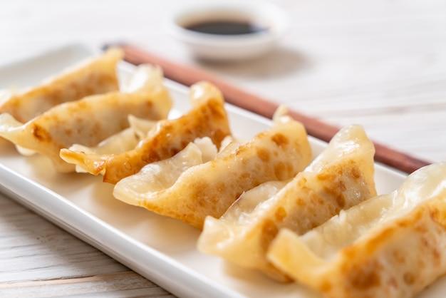Collation japonaise de gyoza ou de boulettes