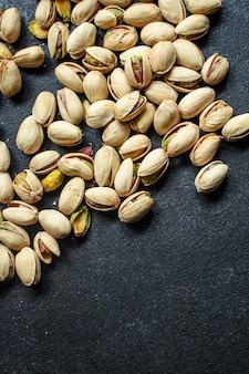 Collation savoureuse aux pistaches et noix