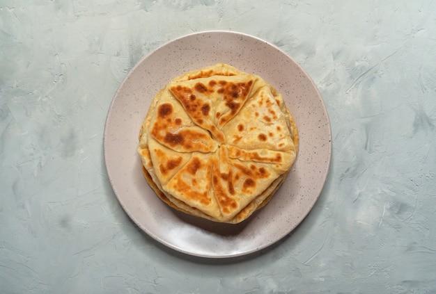 Collations afghanes. pain aux pommes de terre et aux oignons verts afgan - bolani kachaloo.