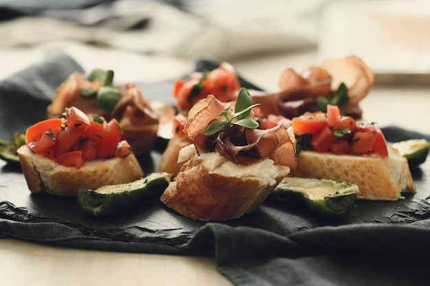 Collations au bacon. tapas espagnoles traditionnelles
