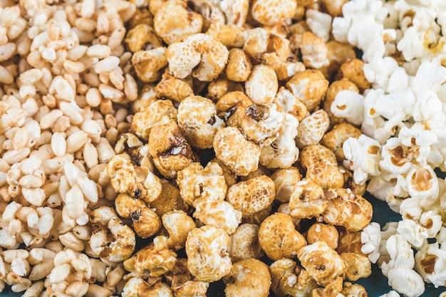 Collations de maïs soufflé, de maïs au caramel et de blé