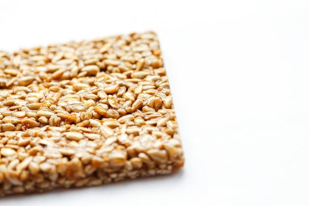 Collations santé. aliments de régime de remise en forme. kozinaki beignet, graines, barres énergétiques.