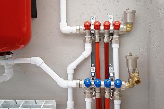 Collecteur de commande principal du système de chauffage domestique système de chauffage indépendant dans la chaufferie à la maison