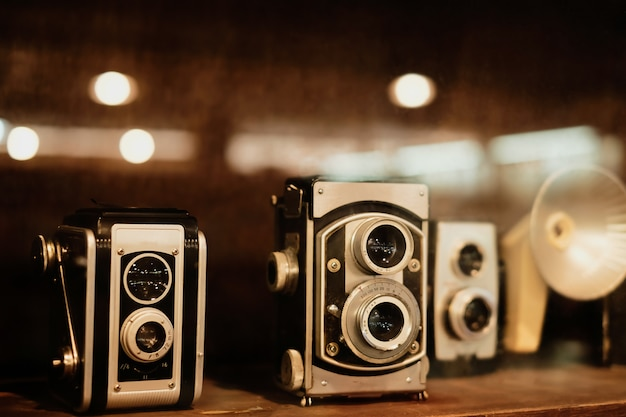 Collectibles classique et vieux appareil photo argentique.