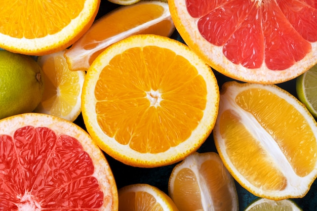 Collection d'agrumes, oranges de fond alimentaire, citrons, limes et fruits frais de pamplemousse