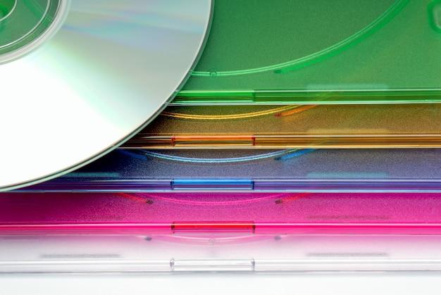 Collection d'arrière-plans - boxe une boîte pour cd d'un disque sur fond blanc