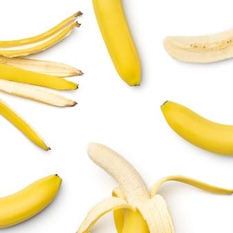 Collection de bananes isolées sur fond blanc. ensemble de plusieurs images. fait partie de la série