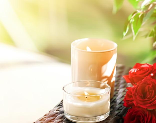 Collection de bougies parfumées comme fond de spa de luxe et décoration de salle de bain bougie aromatique organique pour...