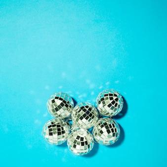 Collection de boules d'ornement en argent