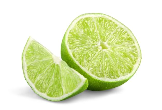 Collection citron vert frais et tranche, isolé sur fond blanc