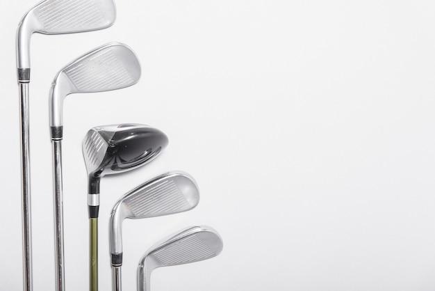 Collection de clubs de golf avec vue latérale