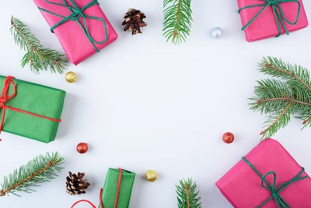 Collection de coffrets cadeaux de noël avec pin