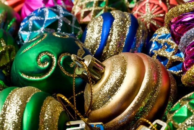 Collection colorée de boules de noël