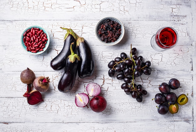 Collection de divers aliments violets