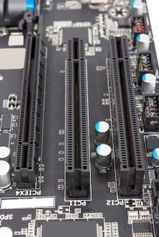 Collection électronique - composants numériques sur carte mère d'ordinateur avec connecteur pci