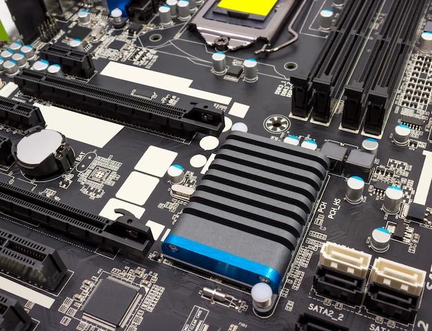 Collection électronique - composants numériques sur la carte mère de l'ordinateur
