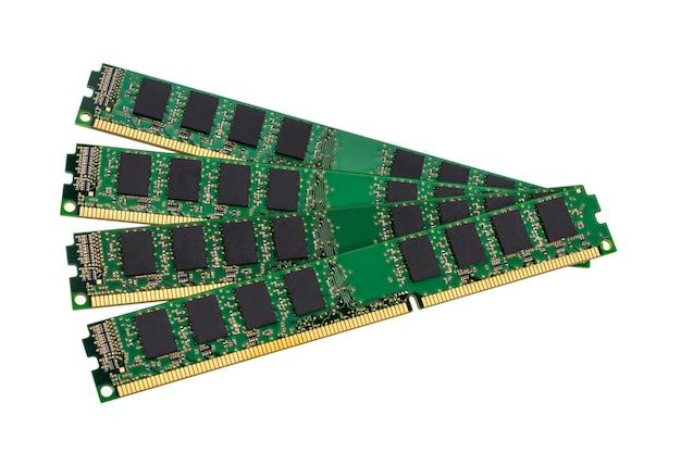 Collection électronique - modules de mémoire vive (ram) informatique isolés sur fond blanc