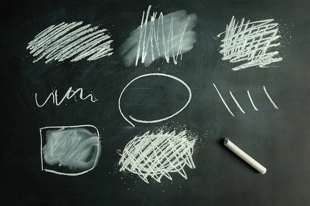 Collection d'éléments graphiques dessinés à la craie
