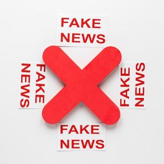 Collection de feuilles de papier avec faux message de nouvelles