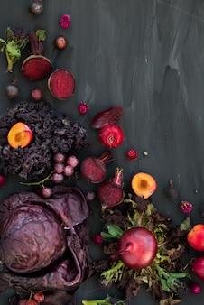 Collection de fruits et légumes pourpres frais