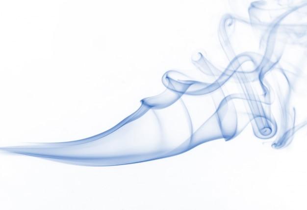 Collection de fumée bleue sur fond blanc