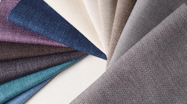 Collection lumineuse d'échantillons de textile gunny