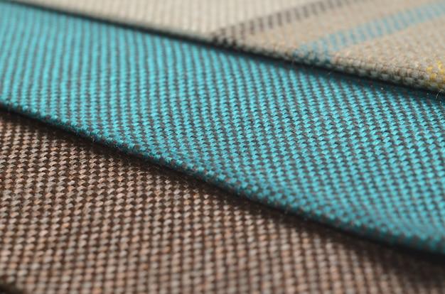 Collection lumineuse d'échantillons de textiles colorés gunny.