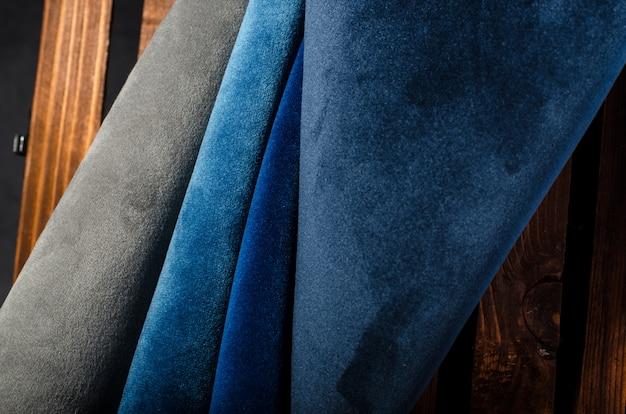 Collection lumineuse d'échantillons textiles de velours coloré. texture de tissu
