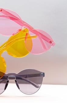 Collection de lunettes de soleil transparentes colorées à la mode
