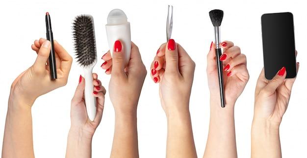 Collection de mains tenant des outils pour le maquillage isolé on white