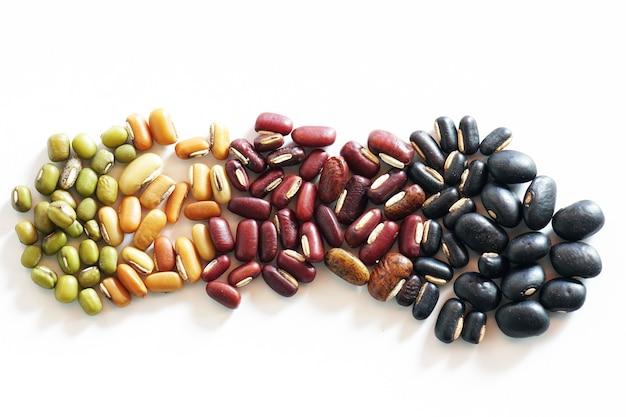 Collection de mélange de haricots rouges de rein vert mungo haricots noirs de soja et de millet