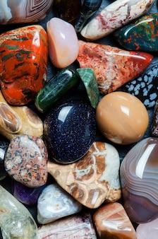 Collection de minéraux colorés. la texture de la pierre