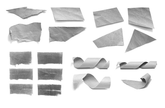 Collection de morceaux de papier déchirés sur fond blanc