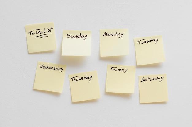 Collection de notes autocollantes avec liste de choses à faire