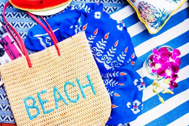 Collection d'objets de vacances d'été sur la plage