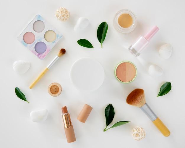Collection de produits de maquillage